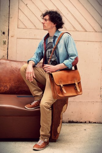 Shoulder bag M, the right size a leather messenger bag with the perfect vintage design
