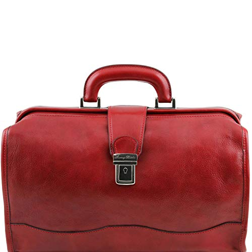 The red leather doctor's bag in feminine version, ideal for doctors or nurses.